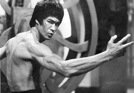 Bruce Lee fighting