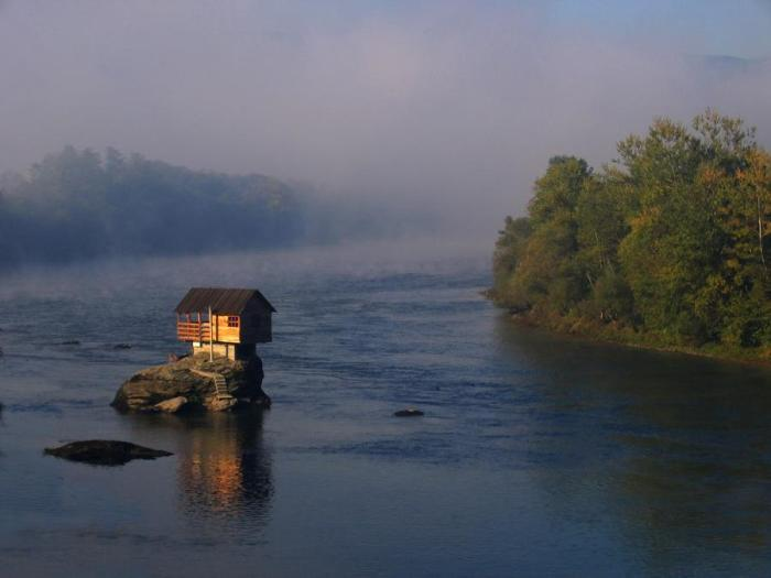 serbia river house