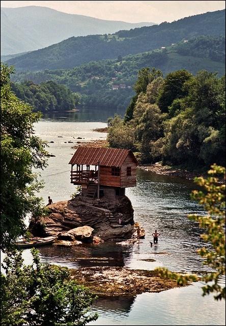 river-house-serbia-photo-via