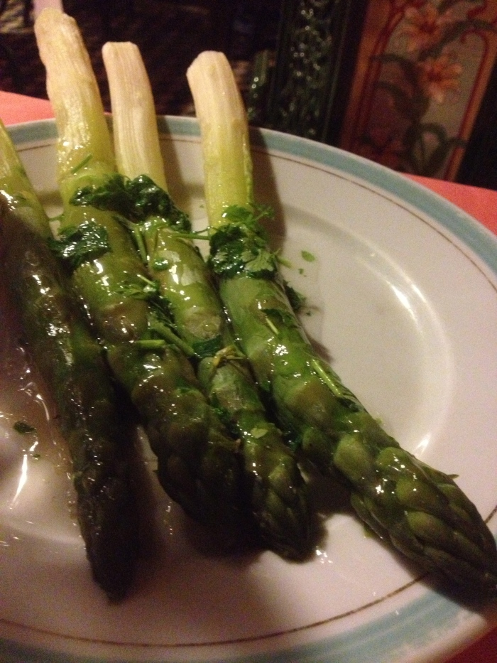 asparagus in vinaigrette chez l'ami louis