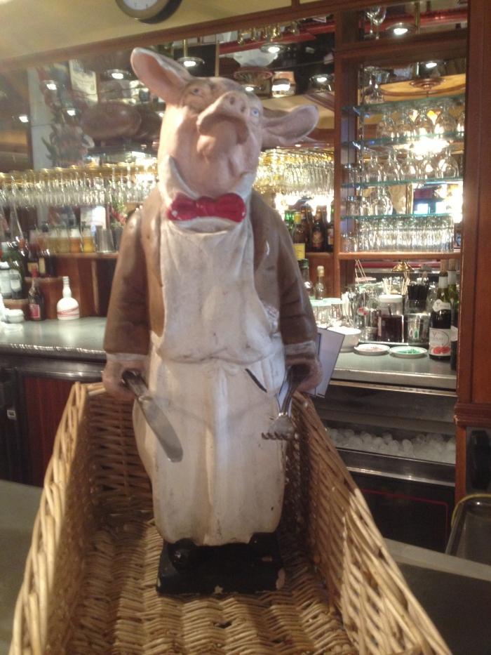 Au Pied de Cochon Paris pig