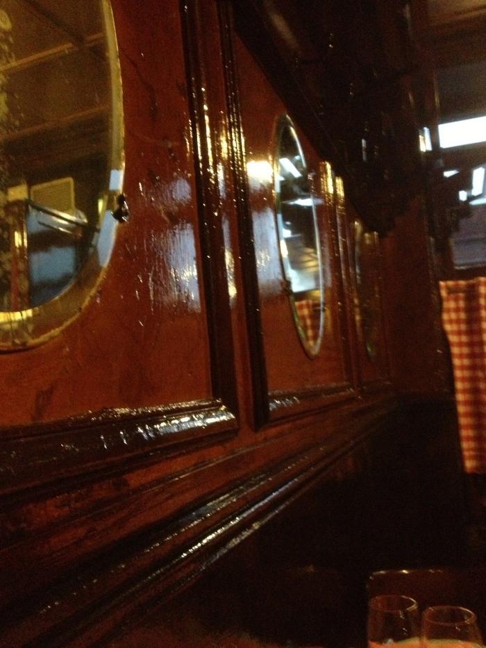 PAris Chez L'Ami Louis wood paneling