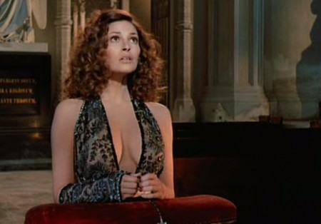 Raquel Welch in Bluebeard