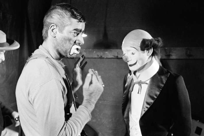 """US comedian, director and singer Jerry Lewis (L) talks to Pierre Etaix, on March 22, 1972, during the shooting of the film """"The Day the Clown cried"""" he directed at the Cirque D'Hiver in Paris. Born in 1926, Jerry Lewis appeared in about fifty films in the 50s and 60s such as """"My friend Irma"""" with Dean Martin and directed different films such as """"the Nutty Professor"""". In the 70s he mainly acted in TV shows and the theater. (Photo credit should read STF/AFP/Getty Images)"""