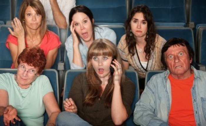 loud-woman-on-phone-annoys-audience-in-theater