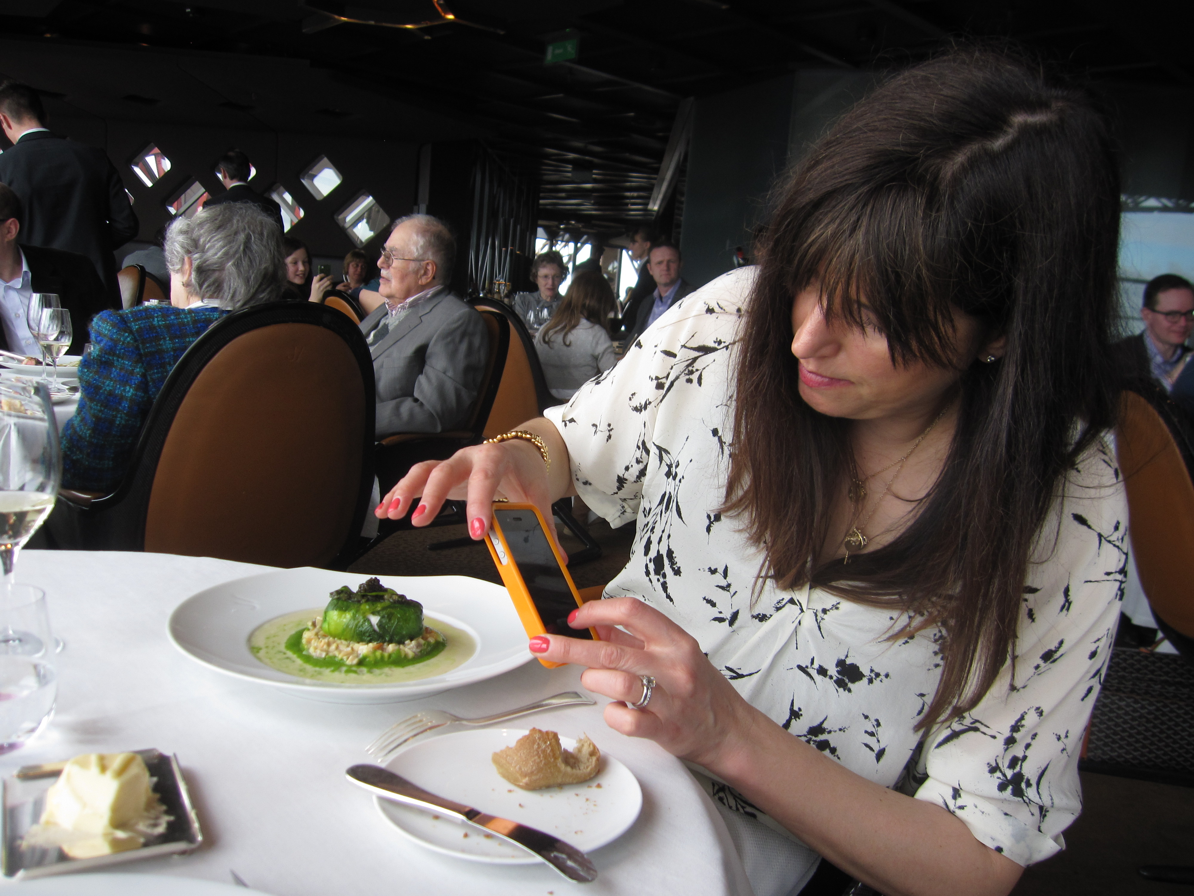 Lunch on top of the eiffel tower paris tastes great from - Restaurante julio verne ...