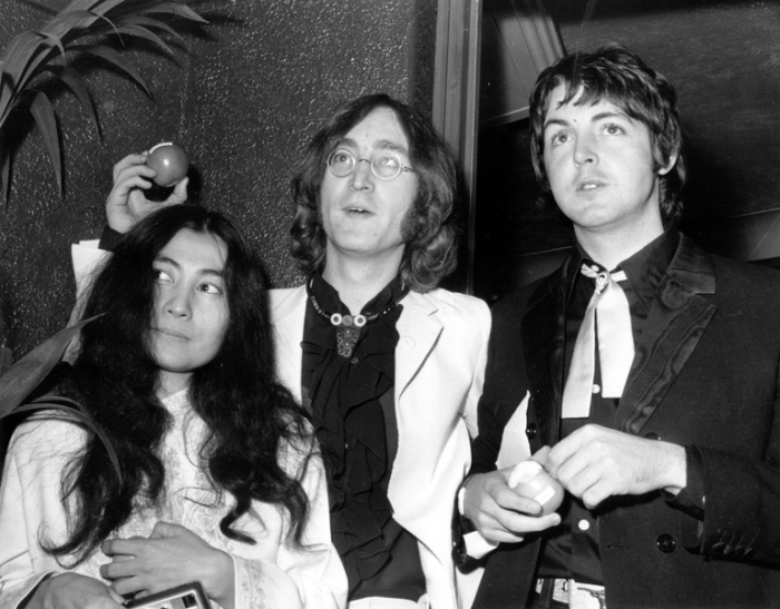 1968_yoko-ono-john-lennon-paul-mccartney