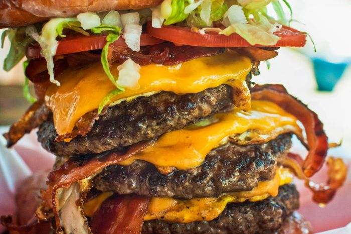 30000 calorie burger