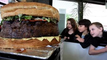 kids with world's largest burger