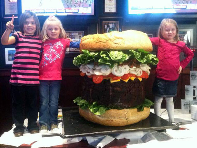 worlds-biggest-burger-2011-10-23