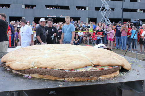 food porn world's largest hamburger