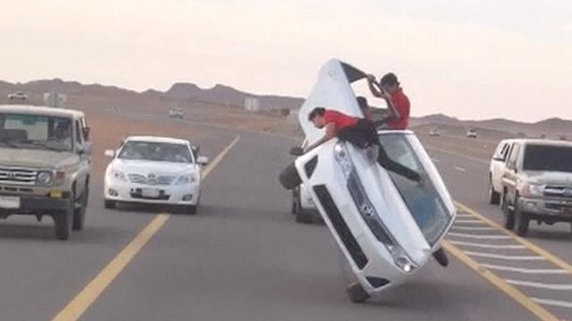 'Sidewalk skiing' in Saudi Arabia