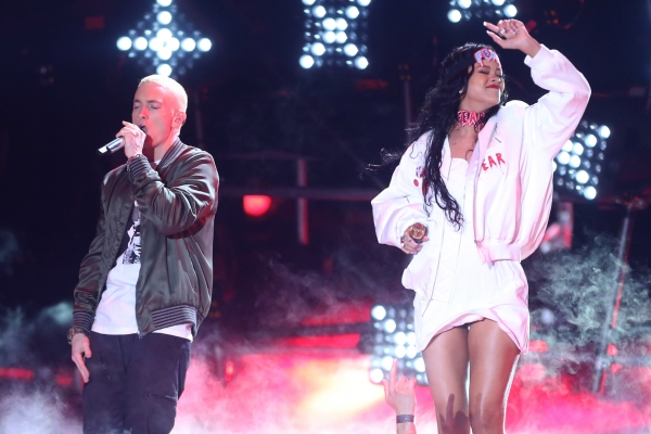 eminem-rihanna-perform-the-monster