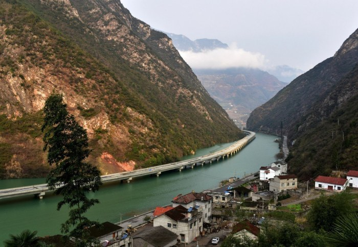 China's amazing river highway
