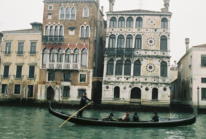 Classic Venice buildings an dgondola
