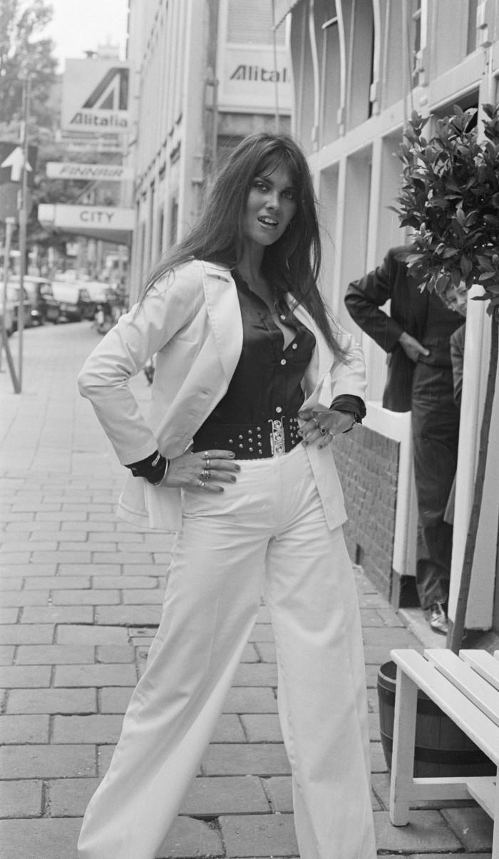Caroline_Munro 1974