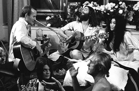 Tommy Smothers and John Lennon