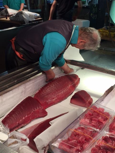 giant tuna tokyo fish market