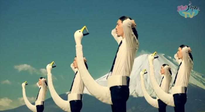 fake-swan-celphone-holder