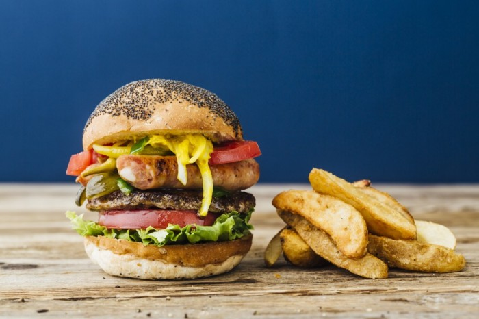 hilary-clinton-burger-japan