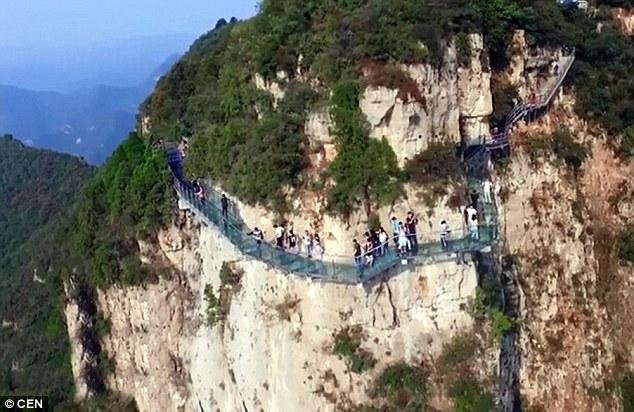 glass-mountain-trail-china