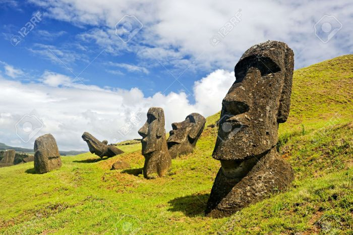 moais-in-rapa-nui-national-park-on-the-slopes-of-rano-raruku-volcano-on-easter-island-chile-stock-photo