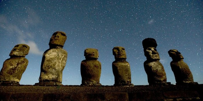 moais-volcanic-stone-statues-easter-island-mysterious-rituals