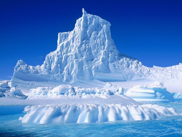 eroded-iceberg-in-the-lemaire-channel-antartica-23340741-1600-1200