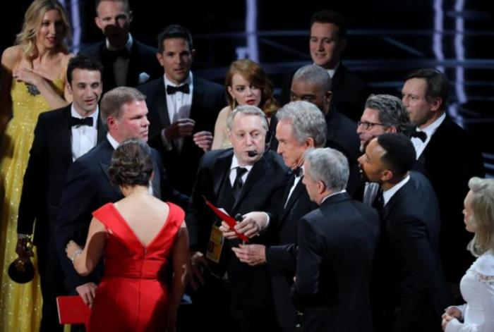 "Warren Beatty holds the card for the Best Picture Oscar awarded to ""Moonlight,"" after announcing by mistake that ""La La Land"" was winner. REUTERS/Lucy Nicholson"
