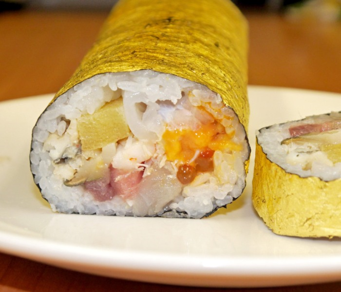 solid-gold-sushi-roll-japan