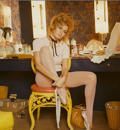 RAQUEL WELCH AND CHEESEBURGER