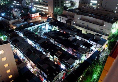 Shinjuku-Golden-Gai-at-night