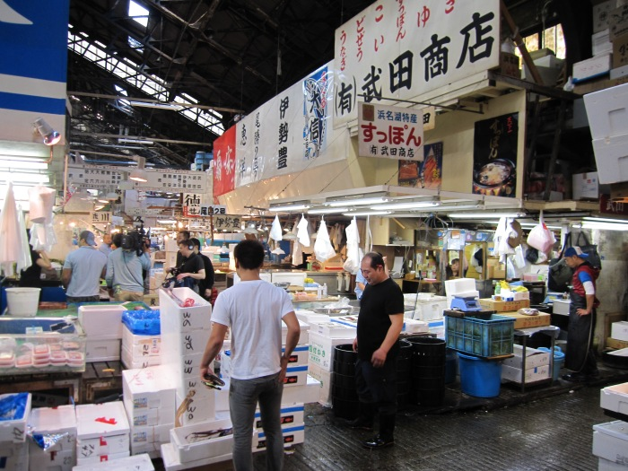 tokyo fish market ws workers and crew