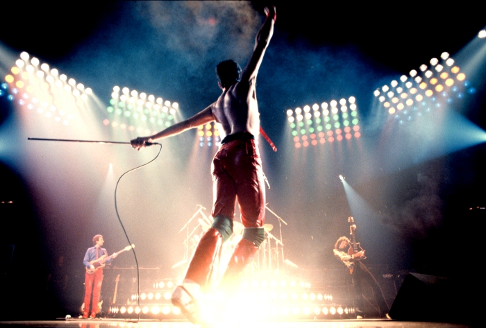 queen-performing-on-stage-wallpaper