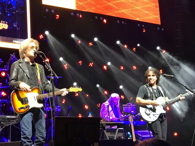 "Here Is Some Classic Daryl Hall and John Oates Live! ""Out Of Touch"" Is Never Out Of Tune!"