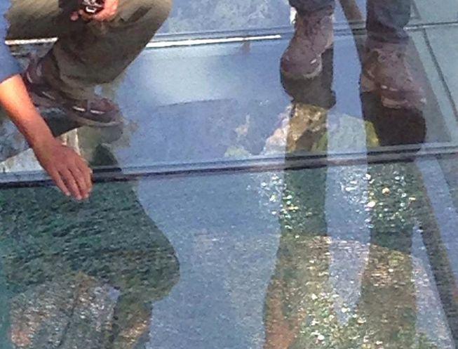 glass-bridge-crack.jpg.653x0_q80_crop-smart