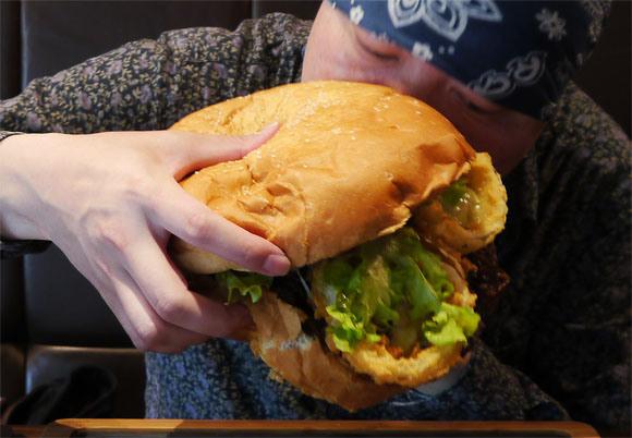 5 pound burger