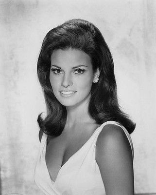 This image has an empty alt attribute; its file name is young-raquel-welch.jpg